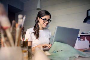 Femme avec une opportunité de travail
