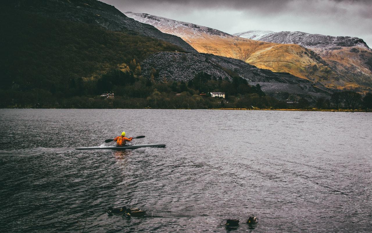Lac du Pays de Galles, montagne et kayakiste