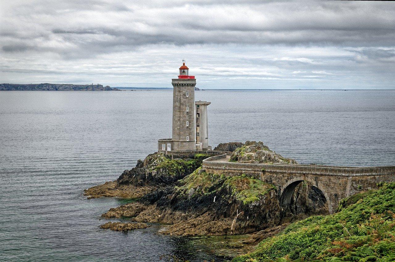 Phare en bord de mer, Bretagne