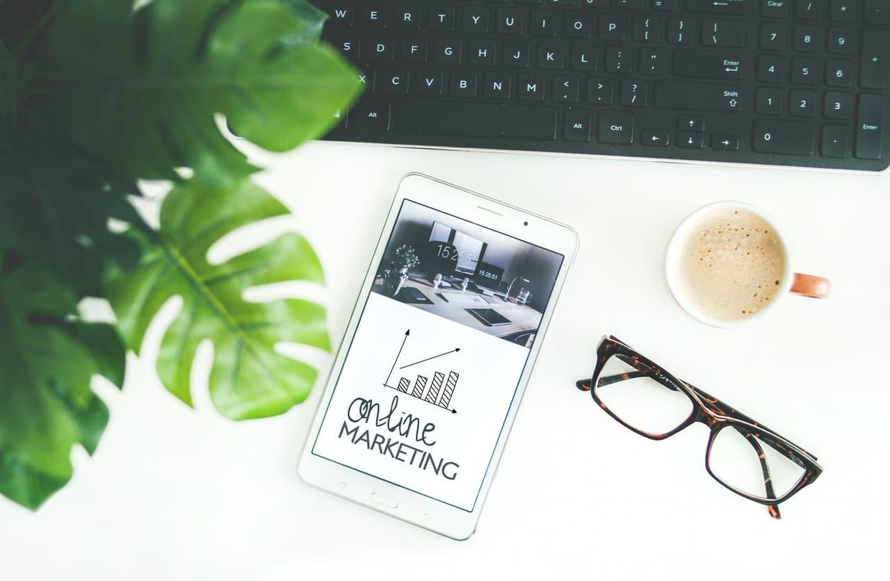 Tablette avec stratégie marketing en ligne, pour entreprise
