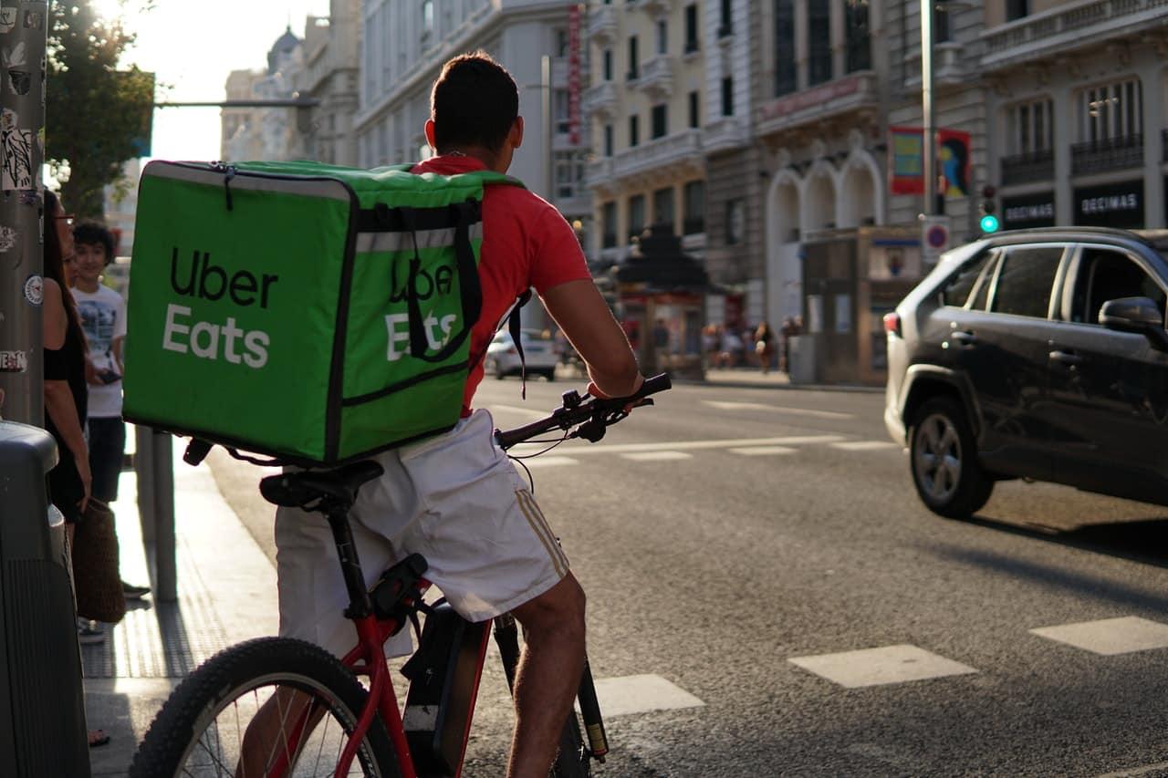 Coursier Uber Eats en ville