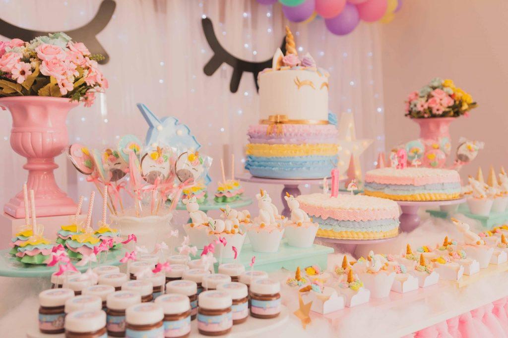 Événement, anniversaire, gâteaux, gourmandise, colorés, thème licorne