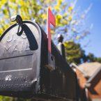 Comment Installer une Boîte à lettres dans une Clôture en Composite ?