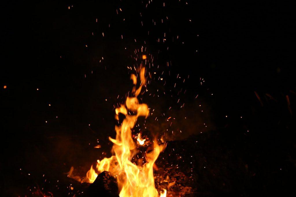 Flamme, feu brûlant