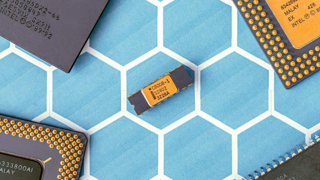 Processeur intel sur fond bleu