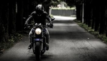 Les 5 erreurs les plus courantes que font les débutants en moto